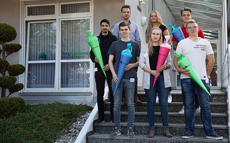 Fünf neue Auszubildende fangen ihre Ausbildung bei der SkySystems IT GmbH an.