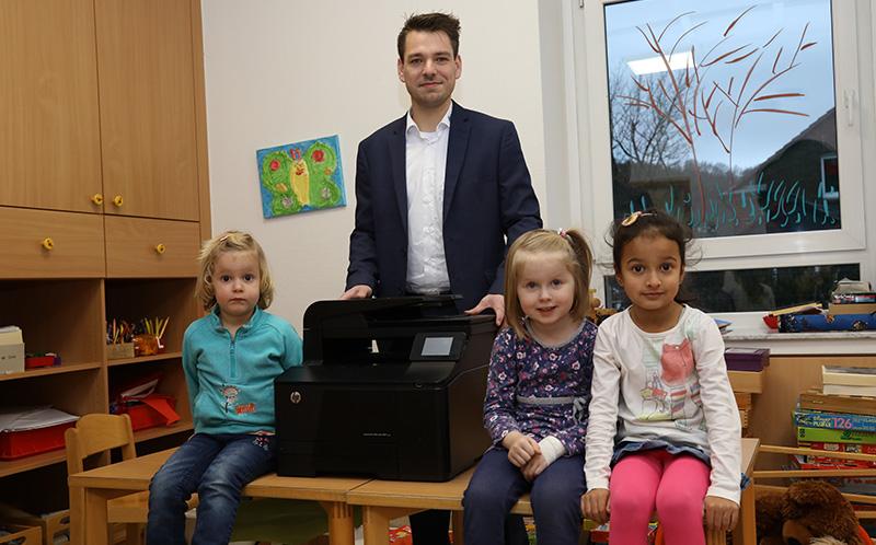 Kindergarten Drucker Übergabe Sascha Echtermann